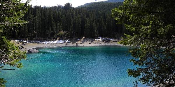 The misterious lago di Carezza lake.