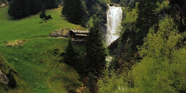 Im Bild der bekannte Wasserfall Hölle im Pflerschtal.