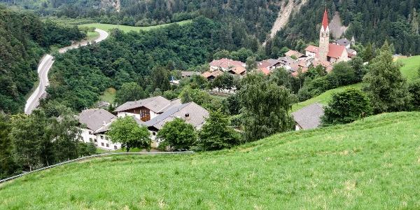 Von St. Pankraz geht es mit dem Rennrad hinunter bis Lana und über 3 Berge zurück.