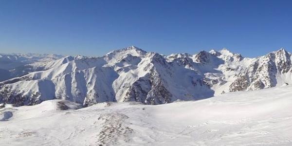 Die Tour zum Am Joch besticht durch ein überwältigendes Rundum-Panorama.