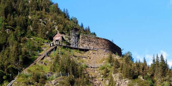 In Maiern startet die Überschreitung zur Krapfenkarspitze.