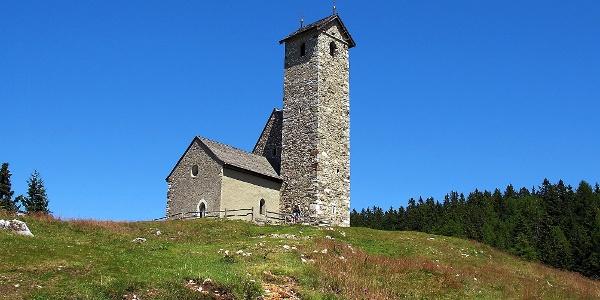 Das Höhenkirchlein am Vigiljoch: Eines der höchstgelegenen Bergheiligtümer Tirols.