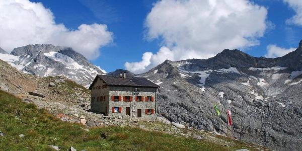 Die Hochfeilerhütte: Sie liegt im Hauptkamm der Zillertaler Alpen