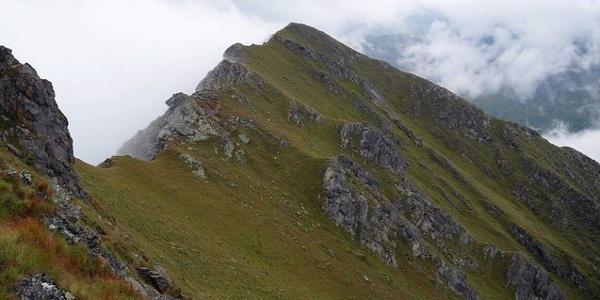 Auf dem Versellersteig vom Hochstein auf die Körlspitz im Gsiesertal.
