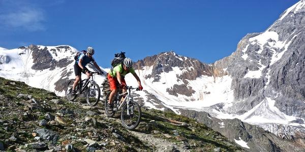 Mit dem Mountainbike über das Madritschjoch