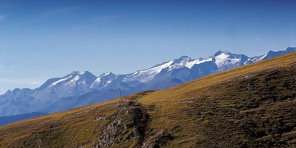 Der Hochnall - höchster Punkt dieser Wanderung. Im Hintergrund die Zillertaler Alpen.