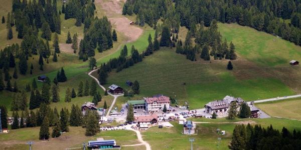 Am Karerpass im Rosengarten-Latemar-Gebiet startet die Wanderung.