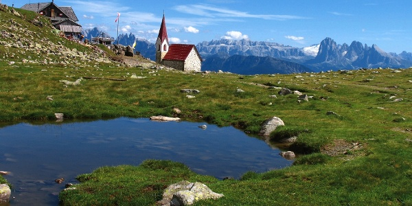 Perfect panoramic view from the Croce di Lazfons and the alpine hut.