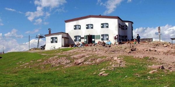 The rifugio Corno del Renon alpine hut on thehomonymous mountain.
