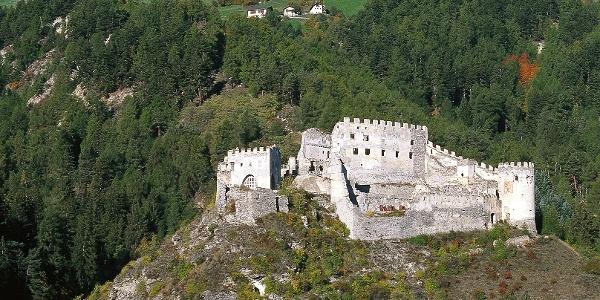 Die Burgruine Lichtenberg bei Prad im Obervinschgau