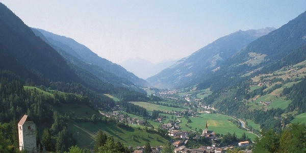 Weitblick über St. Leonhard in Passeier, Start der Mountainbiketour nach Matatz.