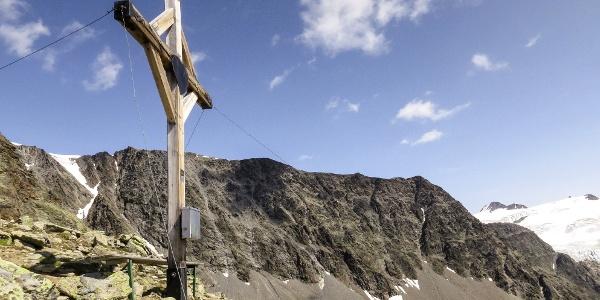Gipfelkreuz am Adlerkopf unterhalb vom Schmied in Langtaufers.