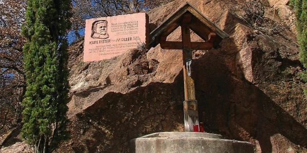 Wegkreuz und Denkmal für Karl von Müller, den Förderer des Oswaldweges