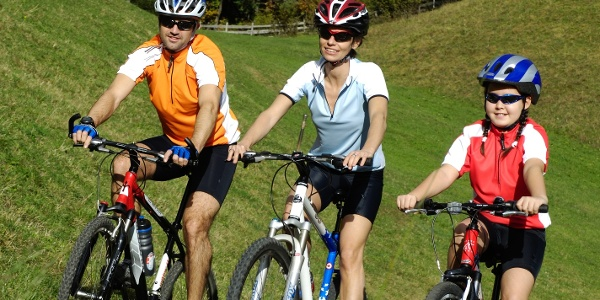 Diese familienfreundliche Rad-Wanderung, um und auf dem Monte Brione.