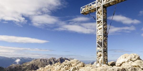 Auf dem aussichtsreichen Gipfel mit Kreuz der Eggentaler Rotwand.