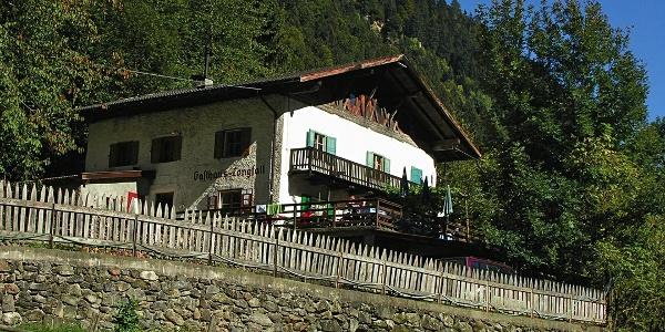 Hof und Gasthaus Longfall im Spronsertal.