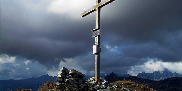 Gipfelkreuz am Eisatz im Pustertal