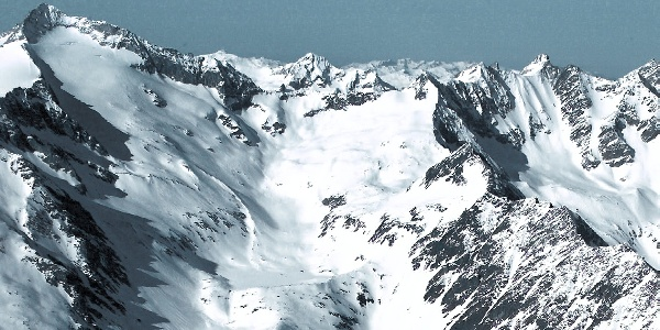 Links der Turnerkamp, rechts die Kette der Hornspitzen mit der V. Hornspitze im Tauferer Ahrntal.