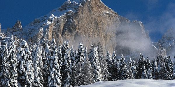 Winterwandern unter den beeindruckenden Felswänden des Rosengarten - über den Nigerpass zum Schiller.