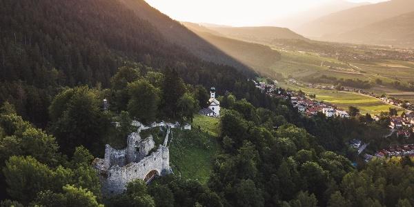 Schlossruine und Romedikirchl