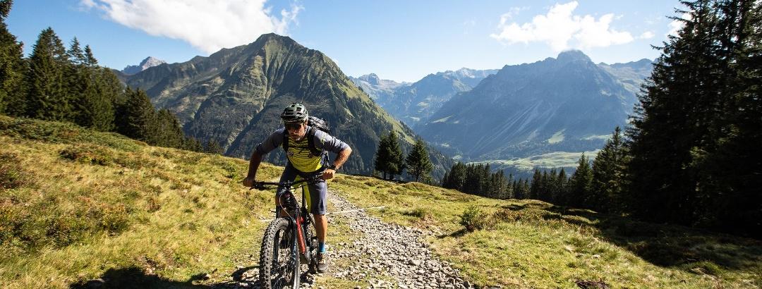 Mountainbiken Richtung Falzeralpe in Au-Schoppernau