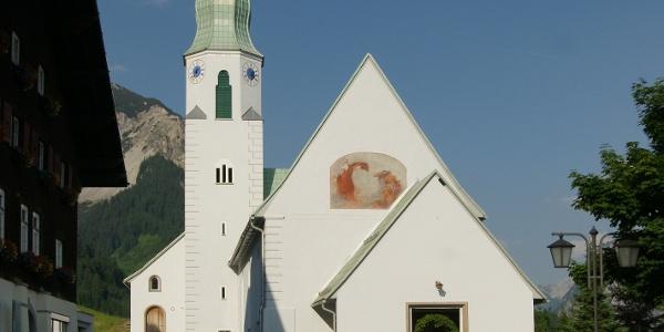 Fontanella, Katholische Pfarrkirche Heiliger Sebastian mit Friedhof 1