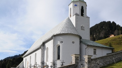 Fontanella, Katholische Pfarrkirche Heiliger Sebastian mit Friedhof 2