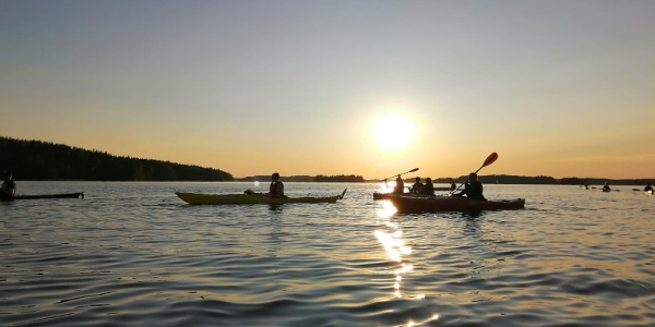 Kesäilta Saimaalla auringonlaskun aikaan on upea