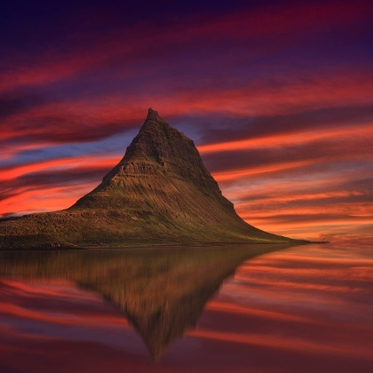 Der Berg Kirkjufell im Westen von Island