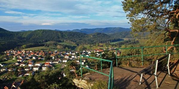 Blick vom Eichelberg auf Busenberg