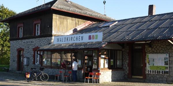 Startpunkt Bahnhof Waldkirchen - bequeme Anreise mit der Ilztalbahn