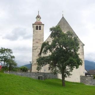 Bludesch, Katholische Pfarrkirche Heiliger Jakobus der Ältere und Friedhof 1