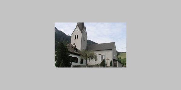 Nenzing, Kuratienkirche Unsere Liebe Frau Mariä Heimsuchung mit Friedhof