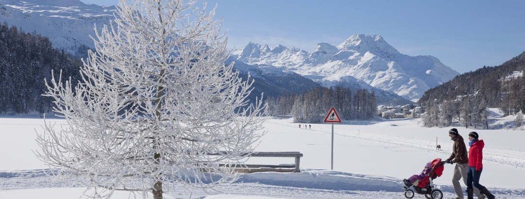 winter hiking at lake Champfèr