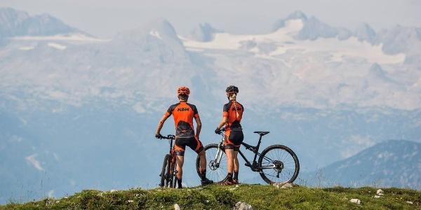 Mit der Ausrüstung von Ski & Bike Armin in St. Christina geht es hoch hinauf.