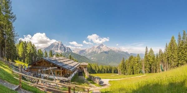 The Baita del cacciatore - Hunting Lodge lies in the south of the Valle di Sesto.