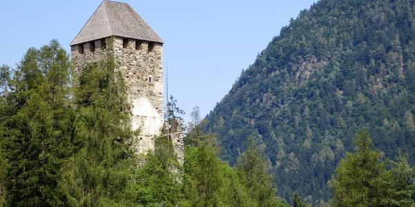 Strategisch: vom Bergfried von Schloss Eschenlohe aus sah man Feinde schon von Weitem!