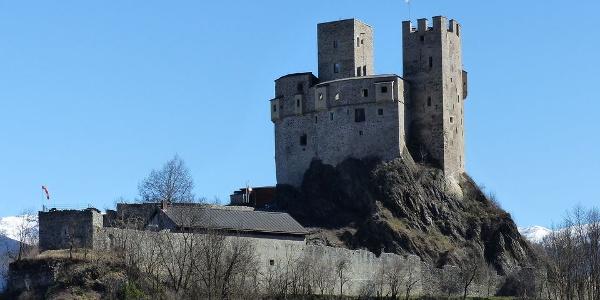 Die Michelsburg befindet sich auf einer Anhöhe oberhalb von St. Martin bei St. Lorenzen.