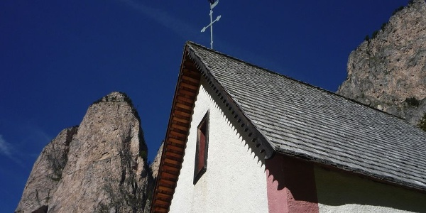 The roof of the Silvesterkappele reaches high up in the Sky.