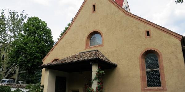 Die St. Georgen Kirche in Meran Obermais ist außen recht unscheinbar.