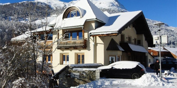 In winter, Appartement Egart offers you a free shuttle service to the picturesque ski area of Belpiano.