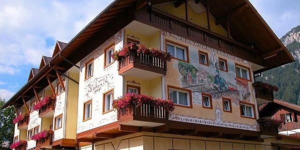 Welcome to Hotel Bellaria in Predazzo!