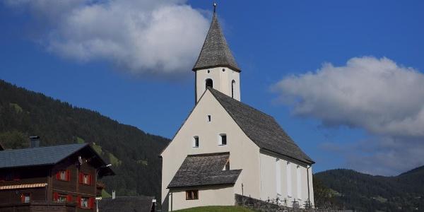 Kuratienkirche Unseren Lieben Frau Mariä Unbefleckte Empfängnis mit Friedhof