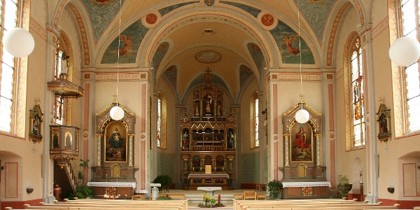 Blick ins Innere der Pfarrkirche Heiliger Michael