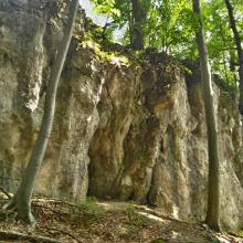 A Kőudvar szikláinál