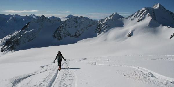 Wunderschöne Gletscherlandschaft mit einer grandiosen Aussicht auf zahlreiche 3.000er.