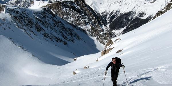 Im steilen Gipfelhang der Grabspitze.