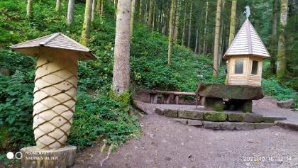 Schnapsbrunnen am Wasserfall