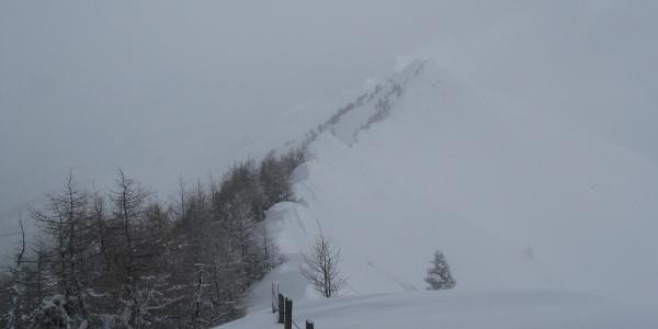 Vernebelter Blick hinüber zur Ultenspitze