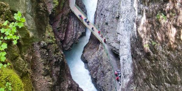 Tiefblick von der Zwingbrücke in die Breitachklamm